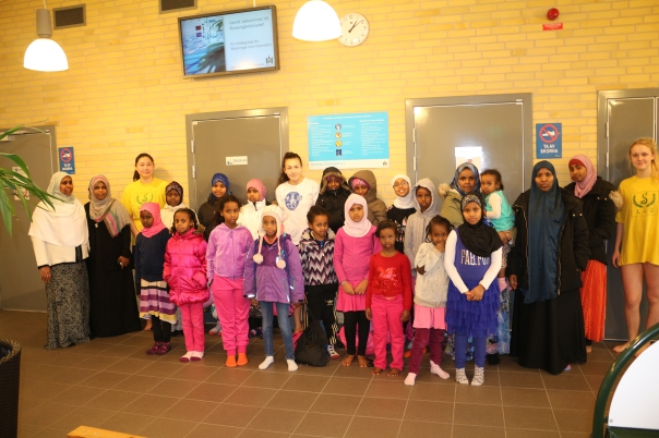 Somaliska Freds på Rosengårdsbadet med Malmö simsällskap
