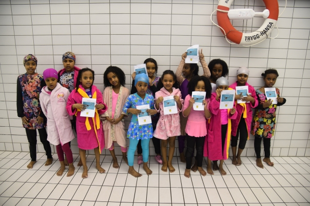 Somaliska Freds simundervisning med Malmö simsällskap