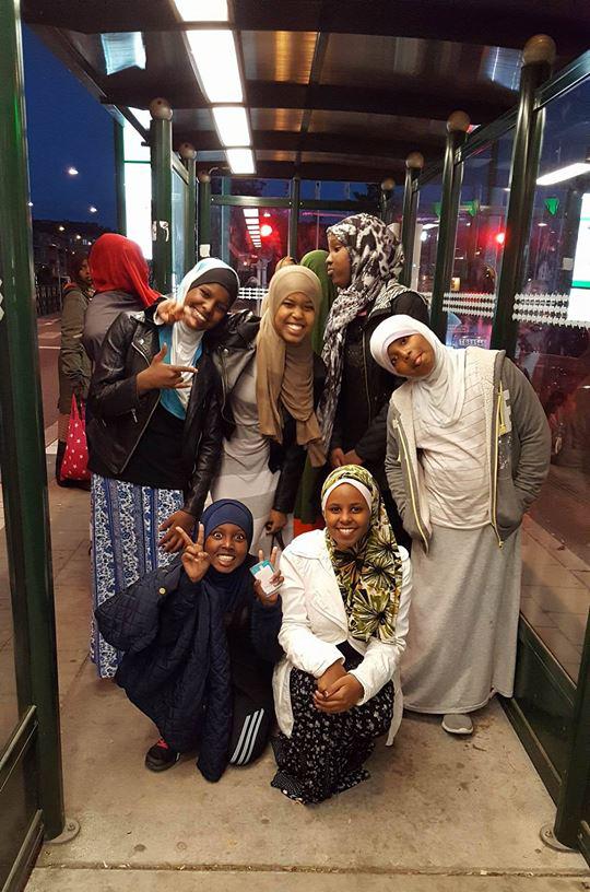 somaliska-freds-parkmollan-tjejgrupp